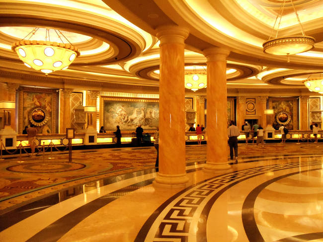 8.) The lighting in casinos is made to resemble your living room, making you more calm and comfortable.