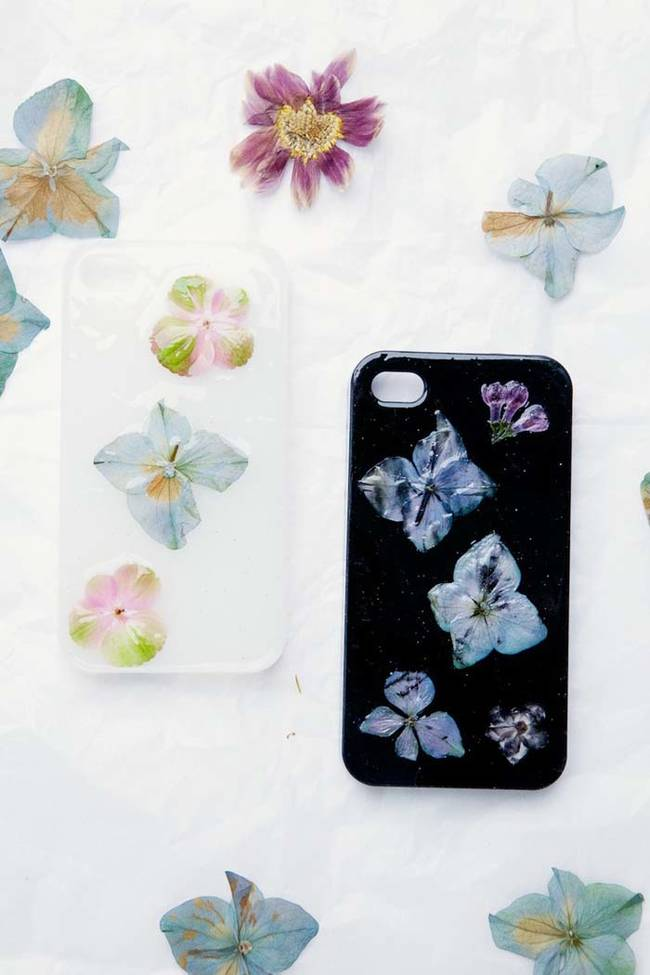 8.) Fresh pressed flowers make for an ethereal phone case.